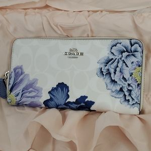 NWT Coach Zip wallet